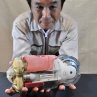 Toshiba unveils submersible video robot to probe reactor 3 at Fukushima No. 1 plant