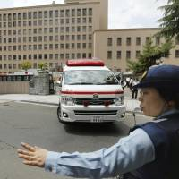 Defendant stabs two cops during trial in Sendai
