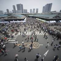 Foreign visitors to Japan reach 2.29 million, a record for May