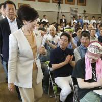 Tokyo Gov. Yuriko Koike visits the Tsukiji market in the capital's Chuo Ward last week. Koike announced Tuesday a plan to temporarily move the market to the Toyosu site in Koto Ward, with a possible return to the original location five years after the 2020 Summer Olympics. | KYODO