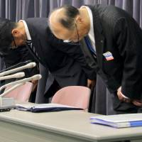 Vanilla Air officials bow in apology at a news conference Monday in Tokyo for allowing 10 passengers on a flight from Hong Kong to enter Japan without going through immigration at Narita International Airport on Sunday night. | KYODO