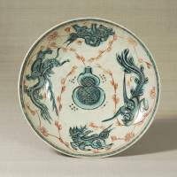 Plate with a design of a gourd and four Chinese auspicious creatures (early 17th century)