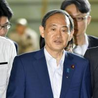 Tough press: Chief Cabinet Secretary Yoshihide Suga enters the prime minister's residence for a press conference at which he faced the Tokyo Shimbun reporter Isoko Mochizuki, who, uncharacteristically for Japanese journalists, grilled him with 23 questions about the Kake scandal. | KYODO