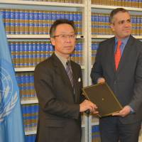 Japan's ambasssador to the UN Motohide Yoshikawa delivers Japan's acceptance of the Minamata convention against mercury poisoning on Feb. 2, 2016, at the United Nations headquarters in New York. | KYODO