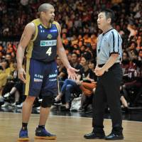 Inconsistent officiating plagued the B. League throughout its inaugural season. | YOSHIAKI MIURA