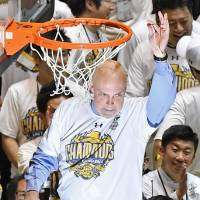 Brex coach Tom Wisman led the club to the B. League title on Saturday. During the 2009-10 JBL season, he guided Tochigi to the championship. | KYODO