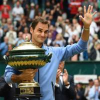 Federer races past Zverev to claim ninth Halle title