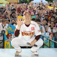 Eagles pitcher Manabu Mima has been helping ignite the fans in Tohoku with his play this season.   KYODO