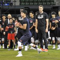 New England Patriots quarterback Tom Brady watches a football clinic on Wednesday at Ariake Colosseum. | HIROSHI IKEZAWA