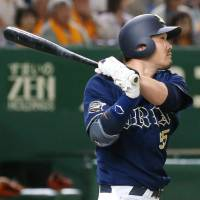 The Buffaloes' Takahiro Okada slugs a three-run homer in the first inning against the Giants at Tokyo Dome on Saturday afternoon. Orix defeated Yomiuri 5-4. | KYODO
