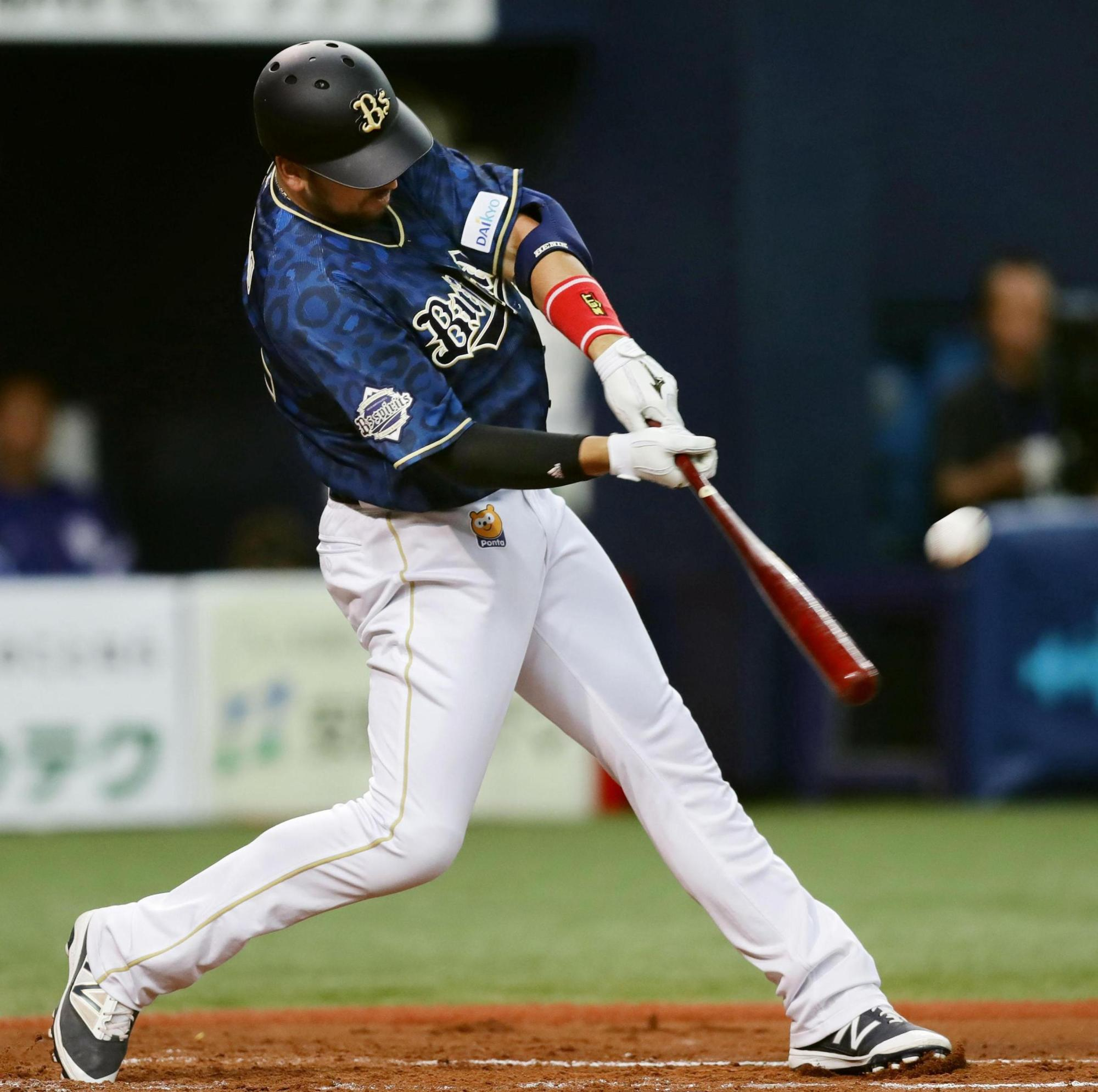 The Buffaloes' Orix's Chris Marrero hits a solo home run in the fourth inning against the Dragons on Saturday at Kyocera Dome. Orix defeated Chunichi 5-3. | KYODO
