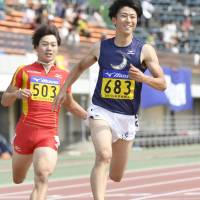 Shuhei Tada (right) competes in the men's 100-meter semifinals at the collegiate individual championships on Saturday in Hiratsuka, Kanagawa Prefecture. | KYODO