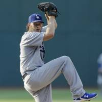 Kershaw extends win streak as Dodgers take down Indians