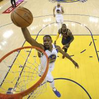 Durant, Curry ignite Warriors  in Game 1 rout of Cavaliers