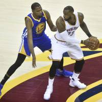 Durant drains late 3-pointer to sink Cavaliers as Warriors move within win of title