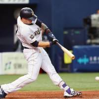 Orix's Stefen Romero hits a bases-loaded single in the bottom of the ninth inning for the Buffaloes' 5-4 sayonara victory over the Hanshin Tigers on Wednesday   KYODO