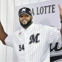 New Chiba Lotte Marines slugger Wily Mo Pena attends an introductory news conference on June 10. | KYODO