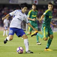 Gaku Shibasaki controls the ball during the second leg of Tenerife's promotion playoff semifinal against Cadiz on Sunday. | KYODO