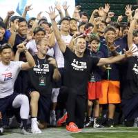 [VIDEO] Quarterback Tom Brady visits Japan