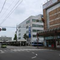 Daisan Bank's headquarters stands in Matsusaka, Mie Prefecture. An increasing number of regional banks in Japan are under pressure to merge to avoid extinction. | BLOOMBERG