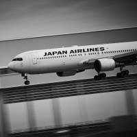JAL posts 32.9% climb in group net profit for April-June quarter