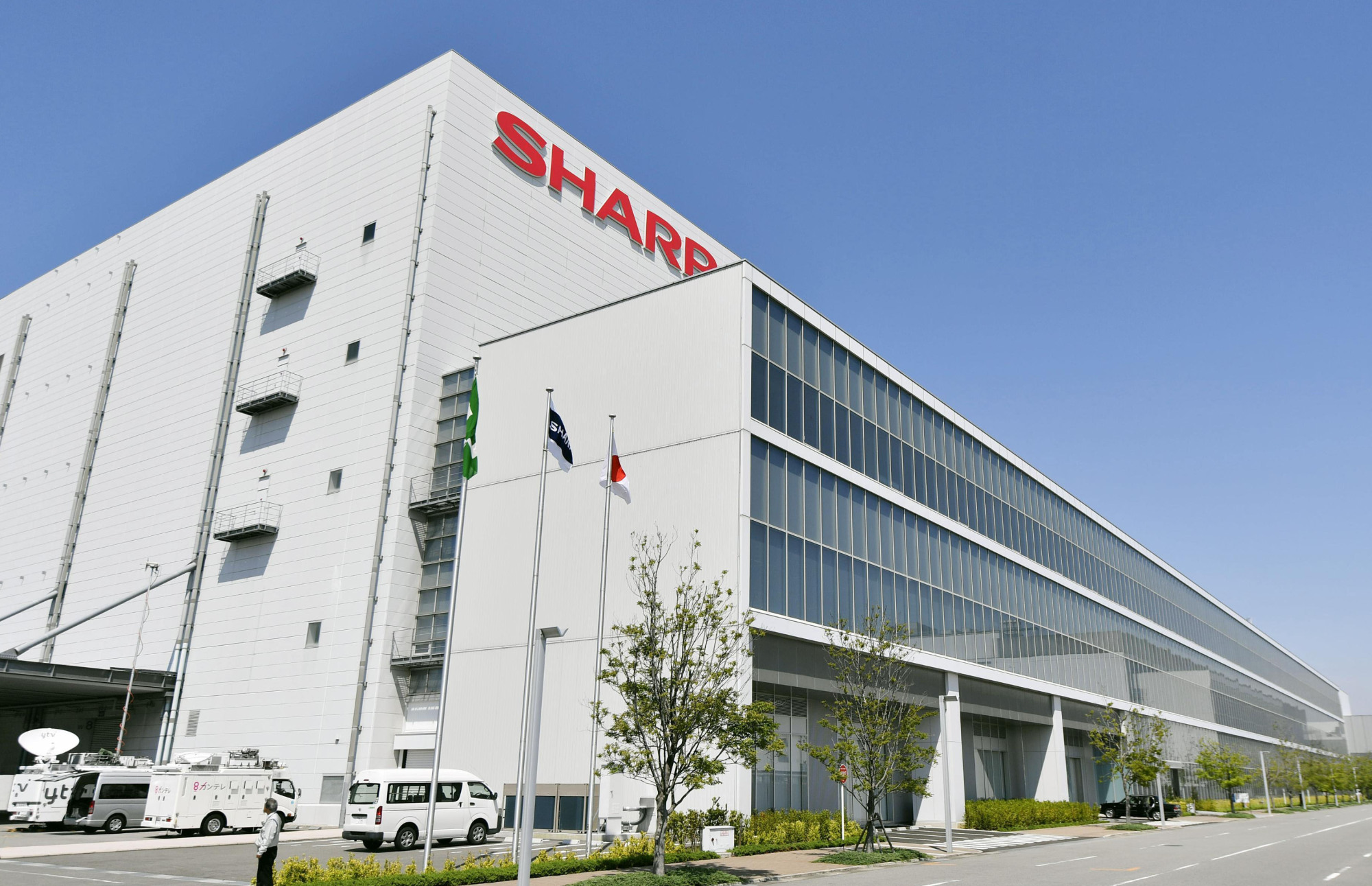 Sharp Corp., based in Osaka, has applied to return to the first section of the Tokyo Stock Exchange. | KYODO