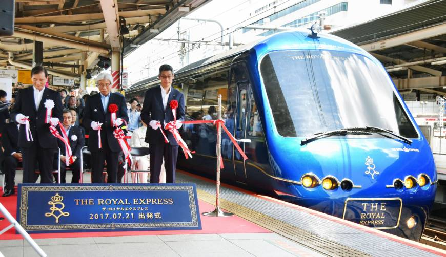 The Royal Express, leaves JR Yokohama Station on Friday morning. Jointly operated by Izukyu Co. and Tokyu Corp., the new luxury train will offer passengers scenic views of the Izu Peninsula and Sagami Bay during their journey.