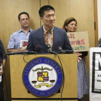 Including grandparents in U.S. travel ban is 'preposterous,' Hawaiian state attorneys say