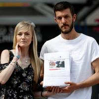 Parents, and 350,000 on petition, still fighting for Charlie Gard to be treated in U.S.