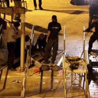 Israel removes metal detectors at sensitive Jerusalem holy site