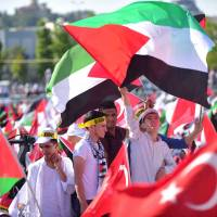 Turkey party brings in 5,000 to stage Istanbul protest over Israeli security steps at Jerusalem mosque