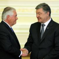 Tillerson reassures Ukraine that Moscow sanctions to continue, tells Russia to restore truce