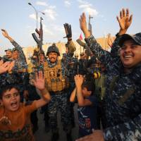 Iraqis set to fete Mosul victory as civilians flee raging battle blocks away
