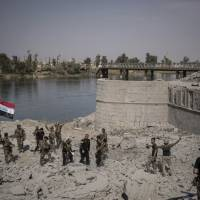 Iraqi leader fetes Mosul victory as last Islamic State fighters still put up resistance