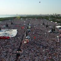 People gather for a rally to mark the end of the main opposition Republican People's Party (CHP) leader Kemal Kilicdaroglu's 25-day-long protest, dubbed 'Justice March' against the detention of the party's lawmaker, Enis Berberoglu, in Istanbul, Sunday. | REUTERS