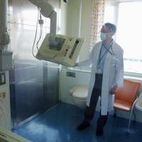 Kimikazu Matsumoto, head of the Children's Cancer Center at the National Center for Child Health and Development, explains equipment in a sterilized room in Tokyo on Tuesday.   KYODO
