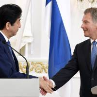 Abe and Finnish president agree to coordinate on dealings with Russia