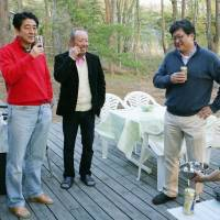 Prime Minister Shinzo Abe is seen with his friends, Kotaro Kake (center), and Deputy Chief Cabinet Secretary Koichi Hagiuda, in a blog post by Hagiuda on May 10, 2013. | KYODO