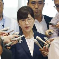Surrounded by reporters, Defense Minister Tomomi Inada arrives at her ministry Thursday morning. Sources said Inada later expressed an intention to resign after allegations of a cover-up of logs recording the activities of Japanese troops serving as U.N. peacekeepers in South Sudan. | KYODO