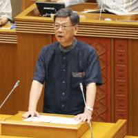 Okinawa Gov. Takeshi Onaga explains the prefectural government's plan to file a fresh lawsuit against the central government at the prefectural assembly on June 20. | KYODO
