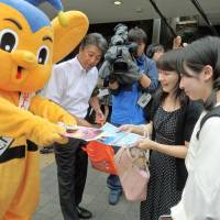 A Metropolitan Police Department mascot hands out leaflets warning about the dangers of the so-called JK business, in Tokyo's Harajuku district on Saturday. | KYODO