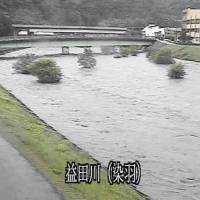 A screen shot from the Shimane Prefectural Government's website shows the Masuda River in the prefecture's city of Masuda swelling Wednesday morning. | SHIMANE PREFECTURAL GOVERNMENT / VIA KYODO