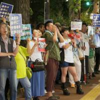 People protest in front of the headquarters of the Japanese Trade Union Confederation (Rengo) in Tokyo's Chiyoda Ward on Wednesday.  KYODO