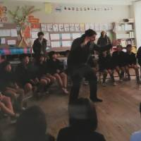 Kelly Savage teaches a class at Harada Elementary School in Shibushi, Kagoshima Prefecture, in November 2016. | COURTESY OF HARADA ELEMENTARY SCHOOL, SAVAGE FAMILY