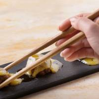 Tatami promoters in Kumamoto develop rush-flavored 'edible chopsticks'