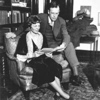 Amelia Earhart and her husband, George P. Putnam, relax at home in 1931. | PUBLIC DOMAIN