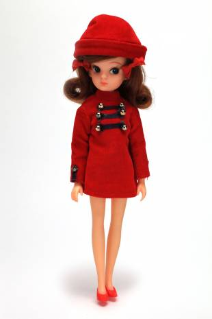 First generation (1967-71): The original Licca-chan doll was 21 cm tall and featured apricot-colored lips, a slightly bent nose and a white glint in her pupil.