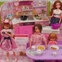 A blogger has pointed out that Licca-chan and her mother always appear to be cooking in the kitchen in product shots, while her father sits at the dining table reading a newspaper. | MANAMI OKAZAKI