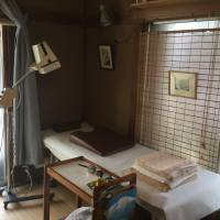 Inside Thomas Blasejewicz's acupuncture clinic in Hayama, Kanagawa Prefecture. | ARTHUR O?KEEFE