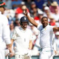 South Africa routs England, evens up four-test series